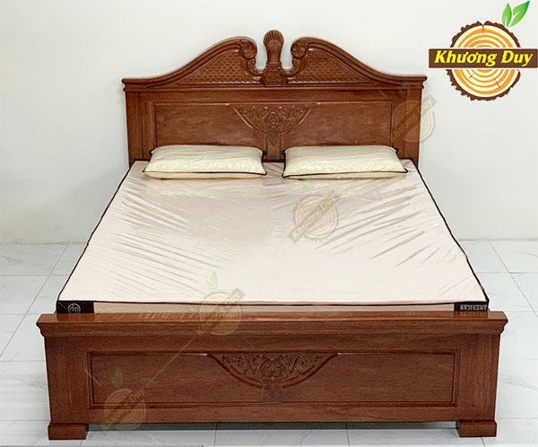 Giường ngủ gỗ căm xe tự nhiên