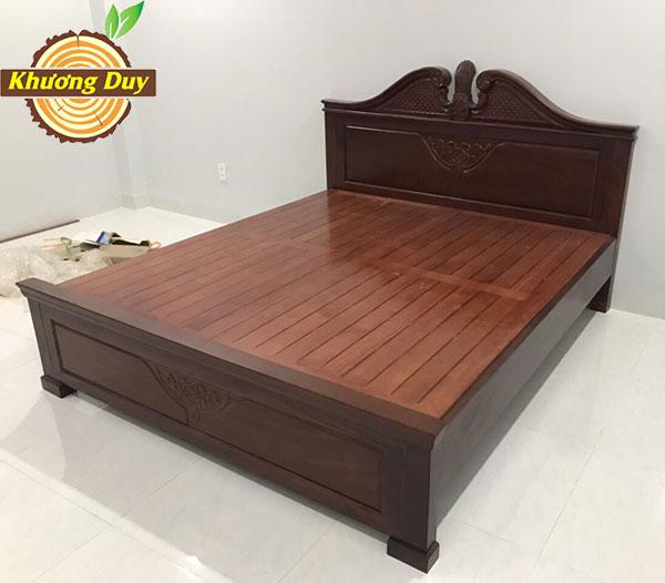 mẫu giường ngủ gỗ căm xe