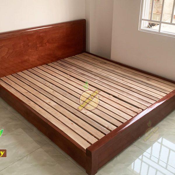 Giường ngủ gỗ Xoan Đào sát đất